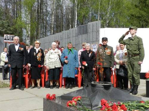 Бессмертный полк прошагал по улицам Гагарина 2