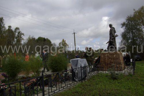 На воинском Мемориале в деревне Петушки